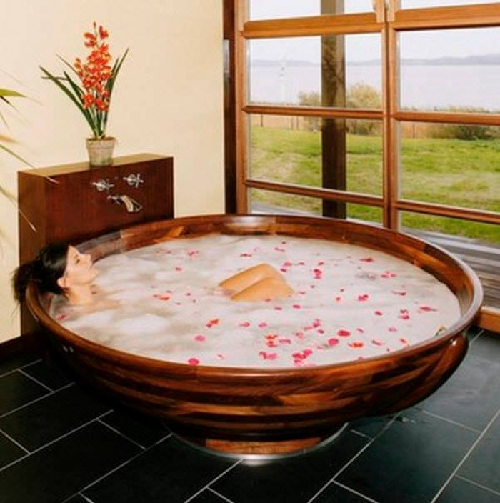 Romantic & Luxury Baths
