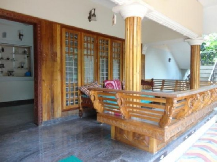 Beautiful traditional nalukettu model kerala house plan for Sitout design ideas