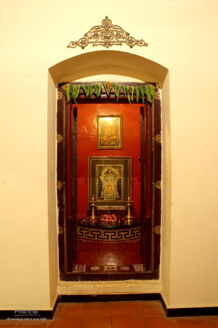 Pooja Room Designs For Flats: Pooja Room Designs In Glass
